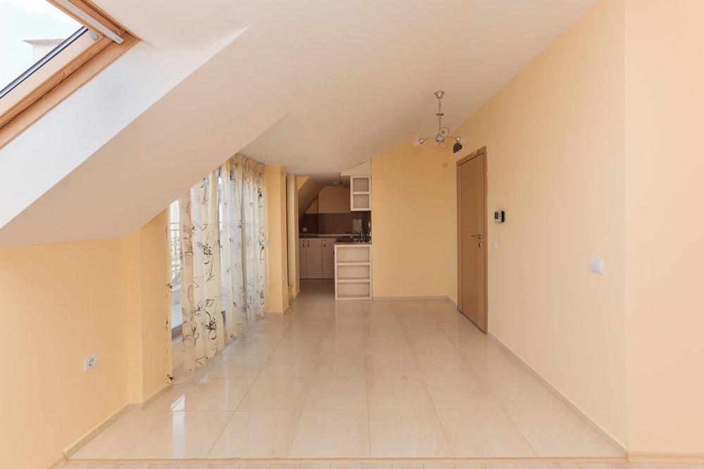 Трёхкомнатный апартамент – пентхаус в Бургасе в самом центре
