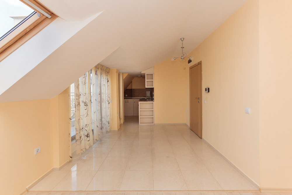 Three-bedroom attic apartment in Bourgas, Super Centre