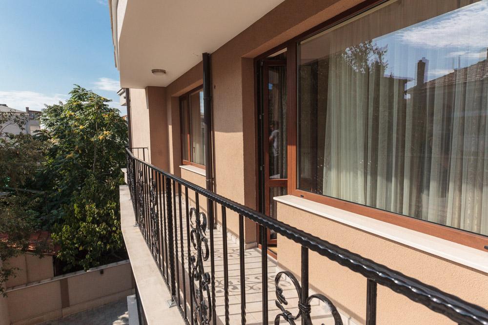 Четырёхкомнатный апартамент в Бургасе в самом центре